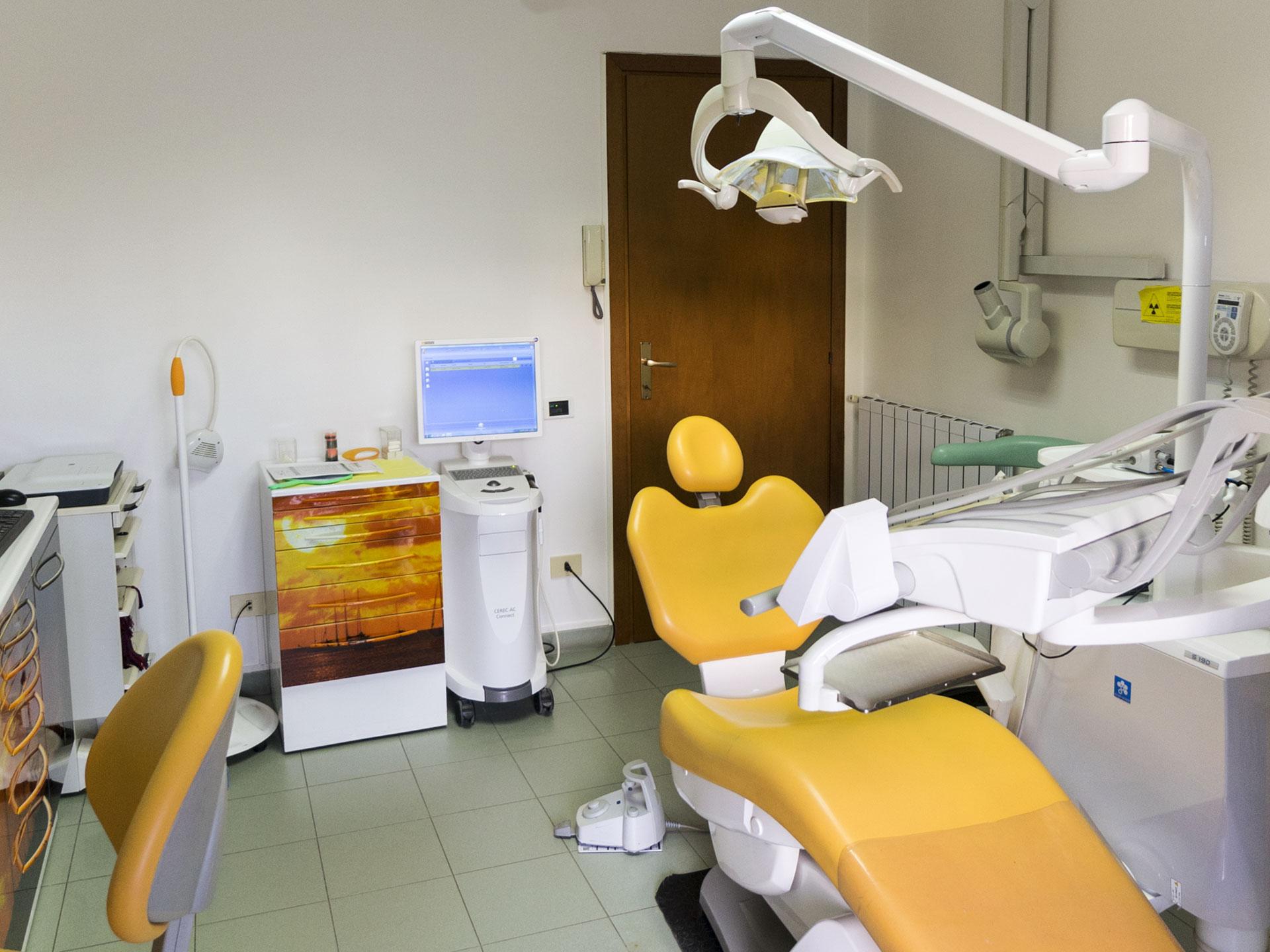 stanza gialla - odontoiatrica urciuolo
